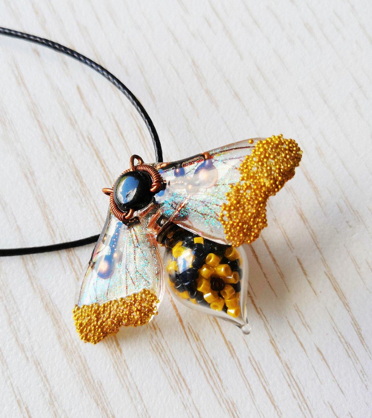 Miel Bee pendant